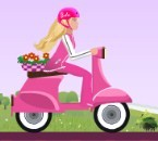 Barbie motor oyununda akrobatik hareketler yaparak ne kadar iyi bir motor sür...